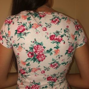 H&M Tops - White floral short sleeved t-shirt